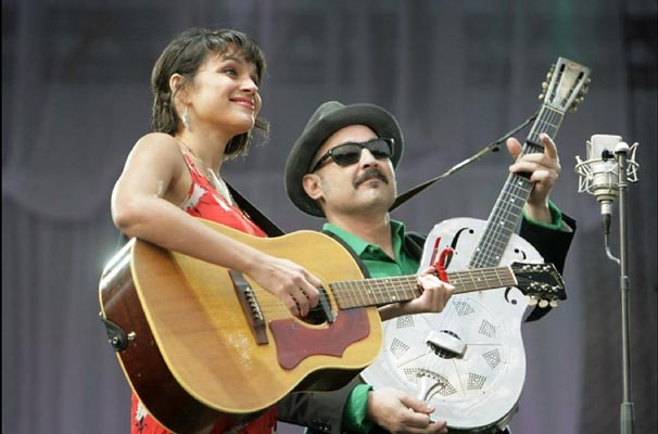 Smokey onstage with Norah Jones